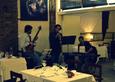 2012-12-19-22.45.45-Monel-Jazz-Trio-al-Tribeca-Barcelona