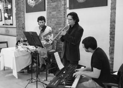 2012-12-19-23.05.35-Monel-Jazz-Trio-al-Tribeca-Barcelona