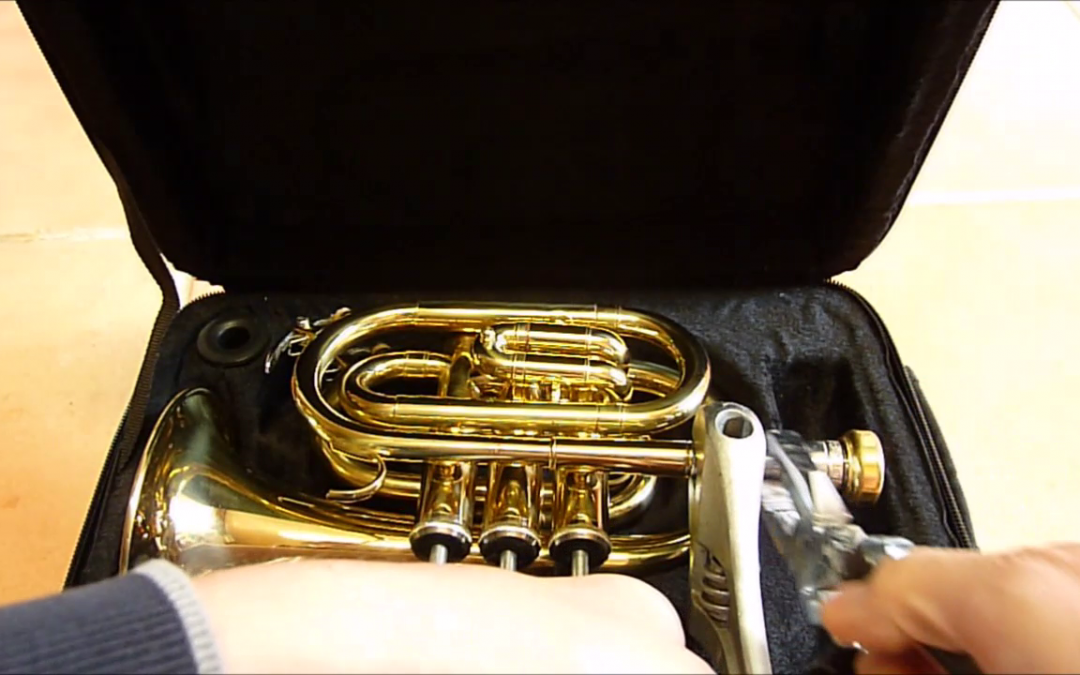 Cómo extraer boquilla atascada en una trompeta